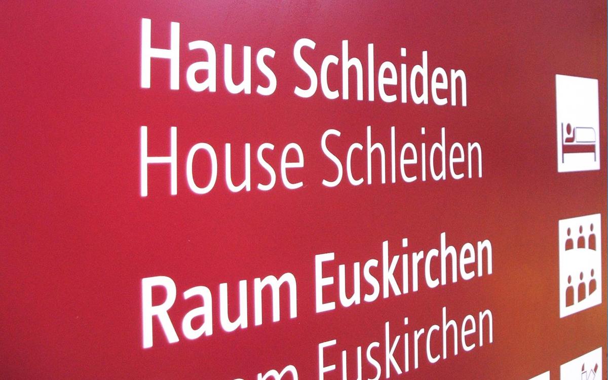 Sportschule-Hennef Orientierungssystem, Typografie Detail