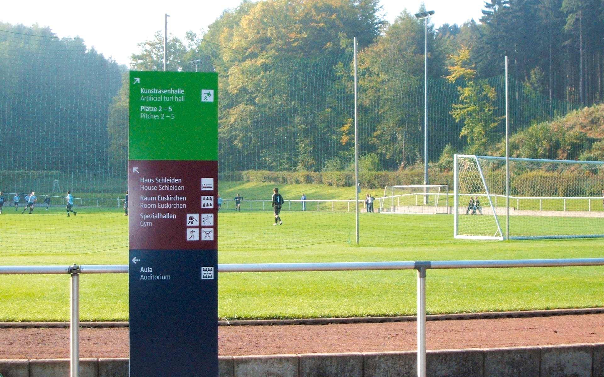 Sportschule-Hennef Orientierungssystem, Pylon, Standortorientierung