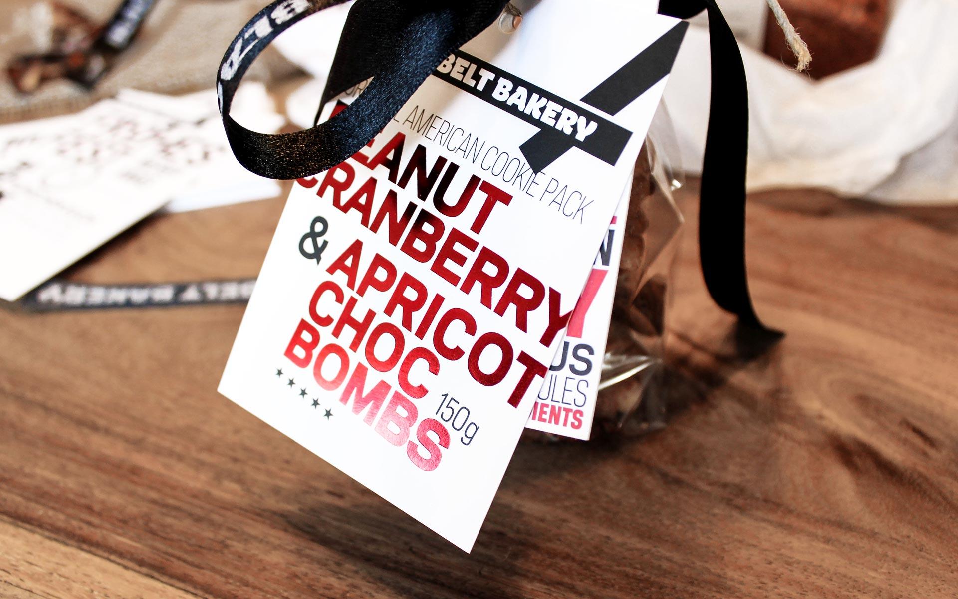 Black Belt Bakery Corporate Design, Verpackung, Hangtag in der Anwendung