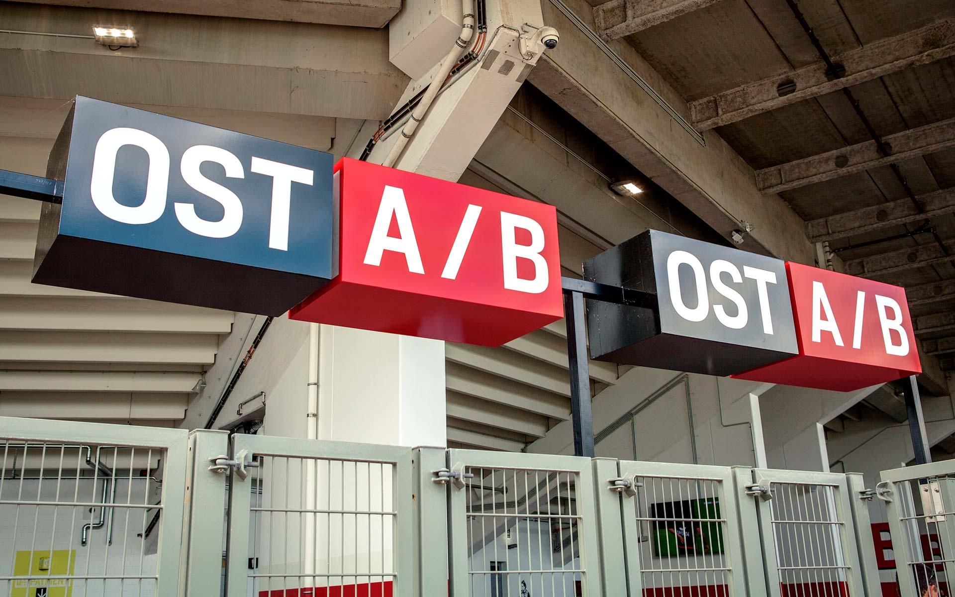 Bayer 04, BayArena Orientierungssystem und Branding, Eingangsbeschilderung Detail