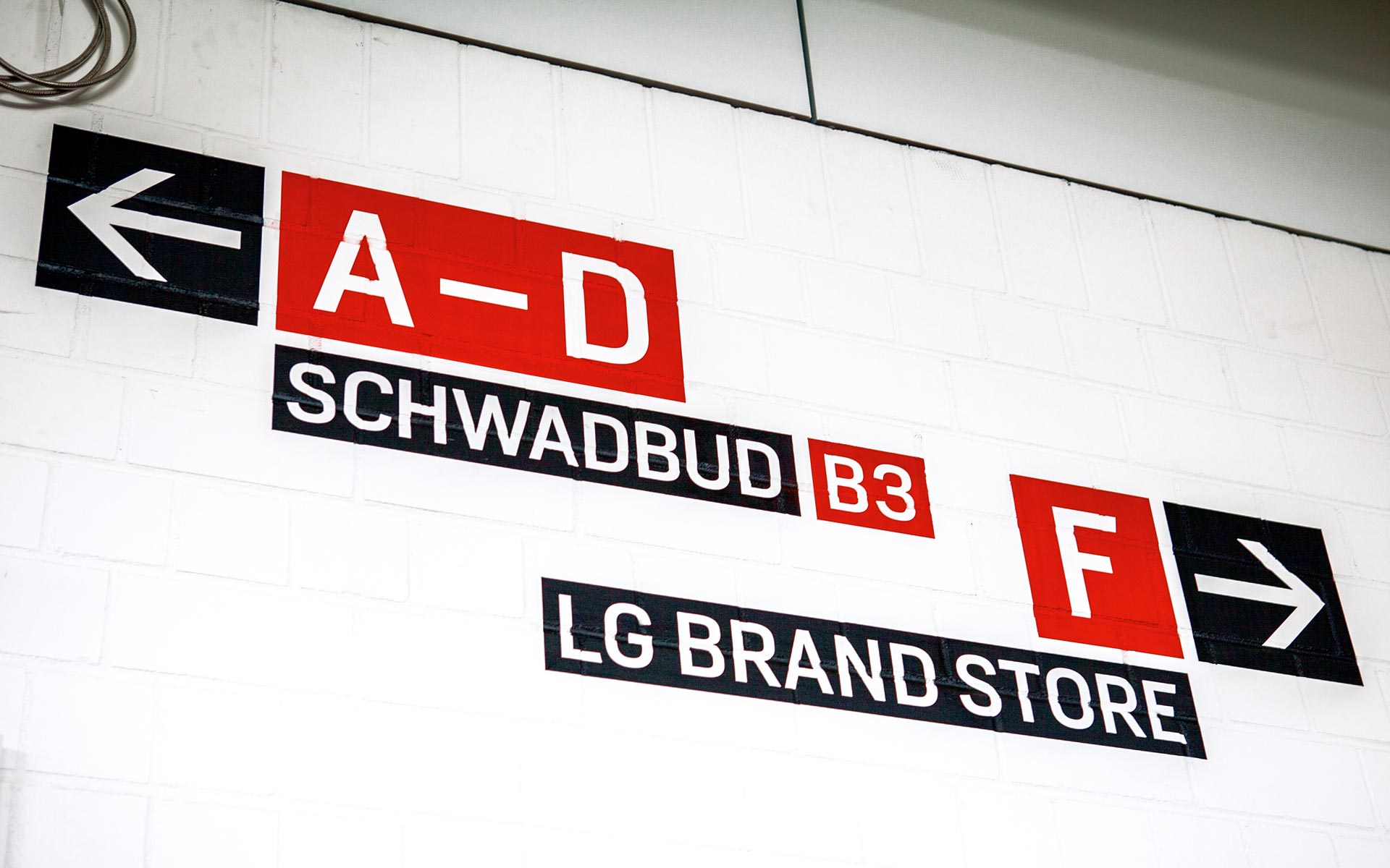 Bayer 04, BayArena Orientierungssystem und Branding, Wayfinding Typografie