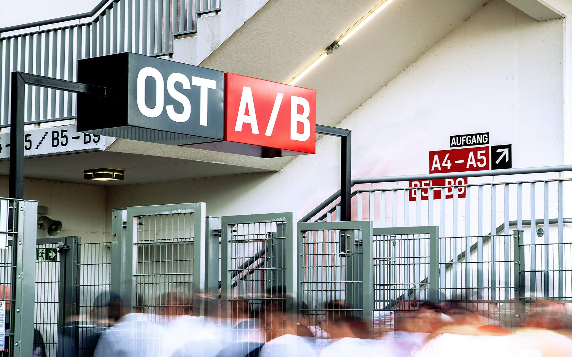 Bayer 04, BayArena Orientierungssystem und Branding, Eingangsbeschilderung Ost