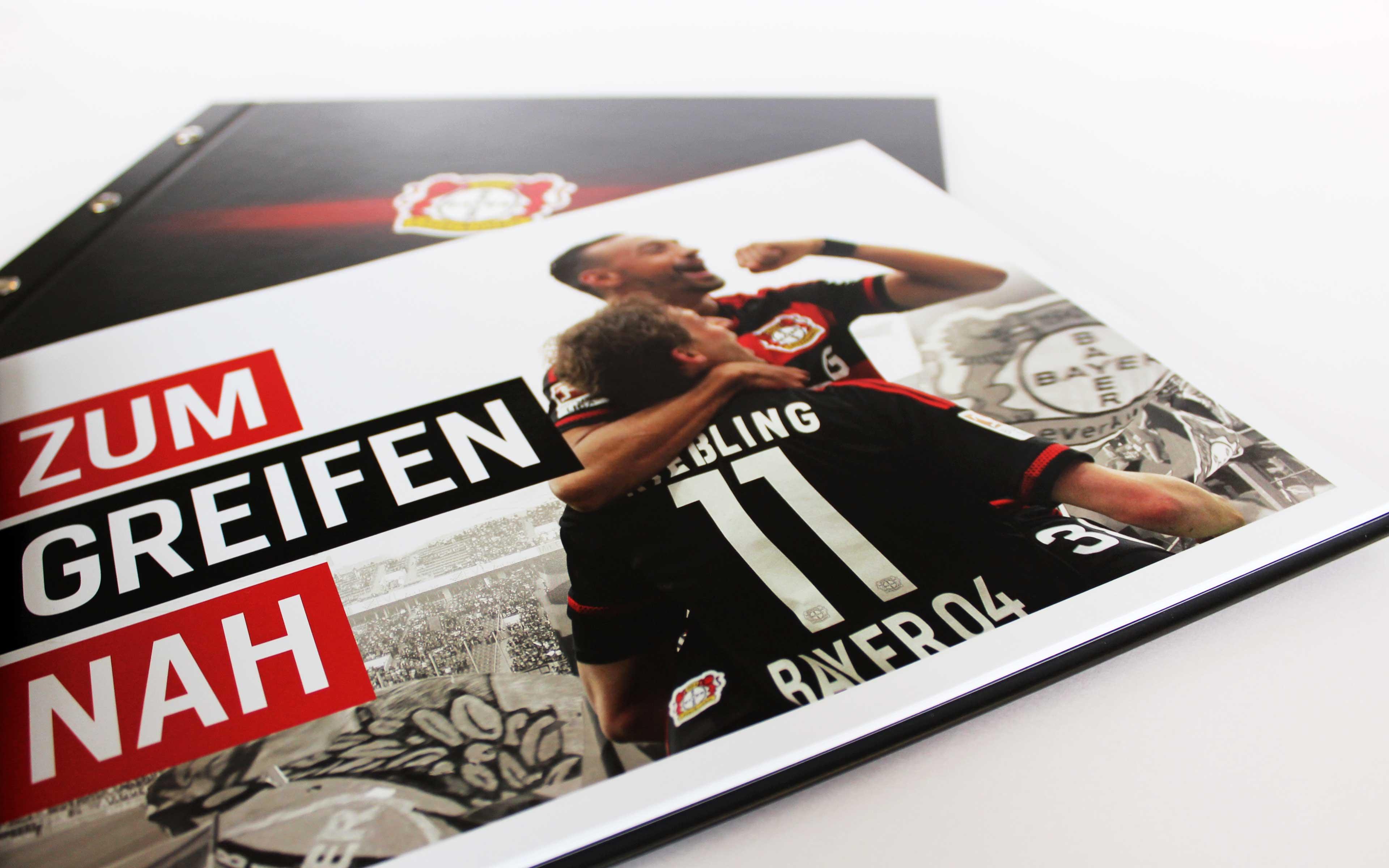 Bayer 04 Leverkusen Vermarktungsbroschüre, Titel