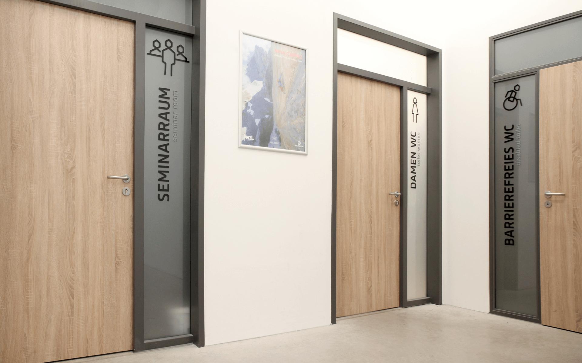 Bergstation Corporate Design, Signaletik, Wegeleitsystem und Türkennzeichnung