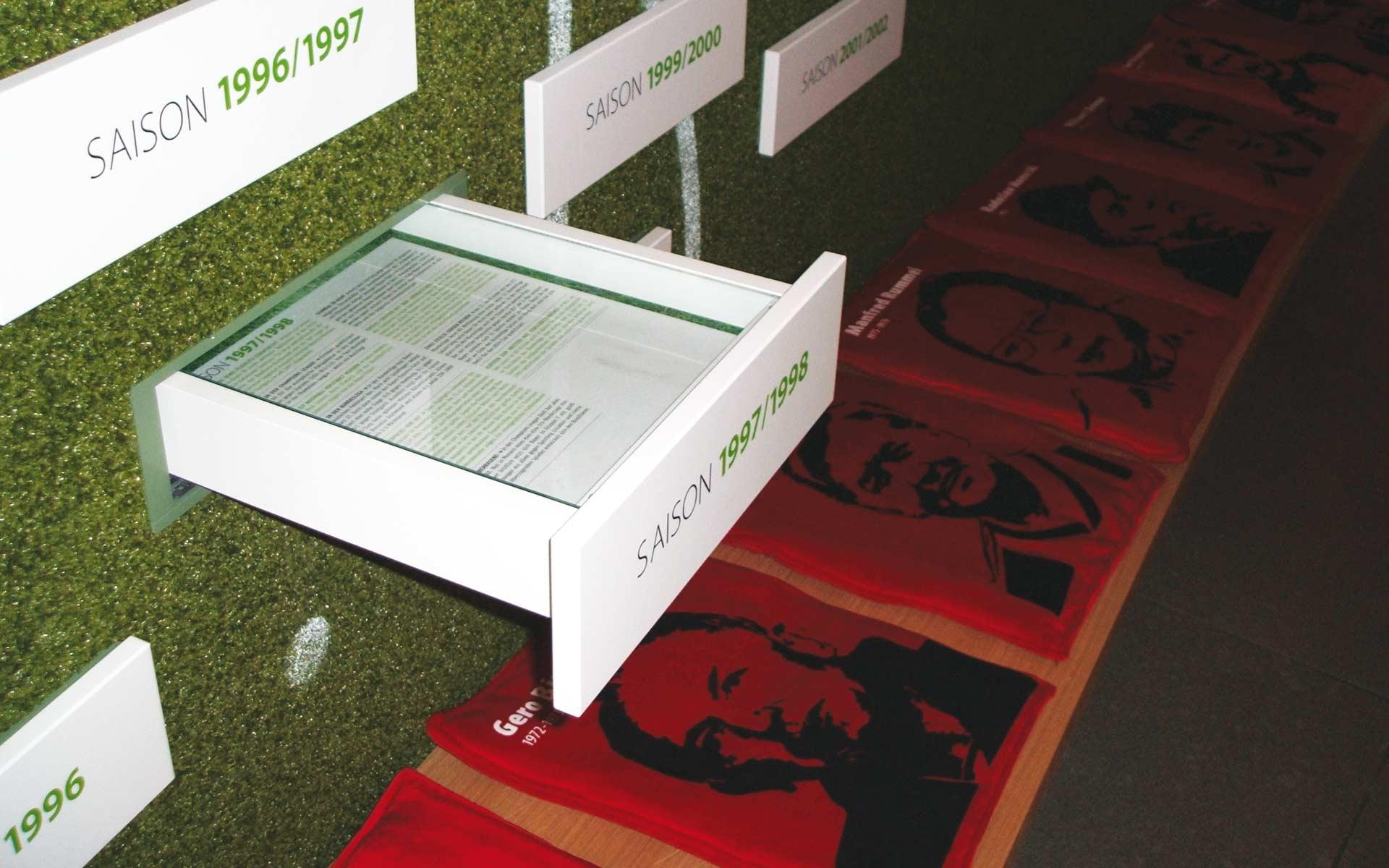 Bayer 04 Foyer BayArena, Brand Space, Historie, Schubladen