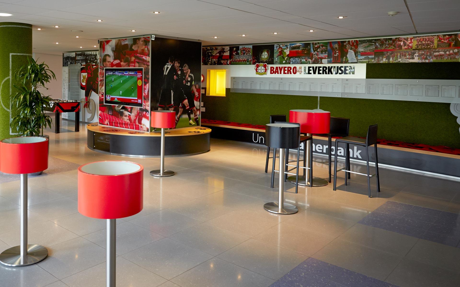Bayer 04 Foyer BayArena, Brand Space, Sitzbank, Stehtische
