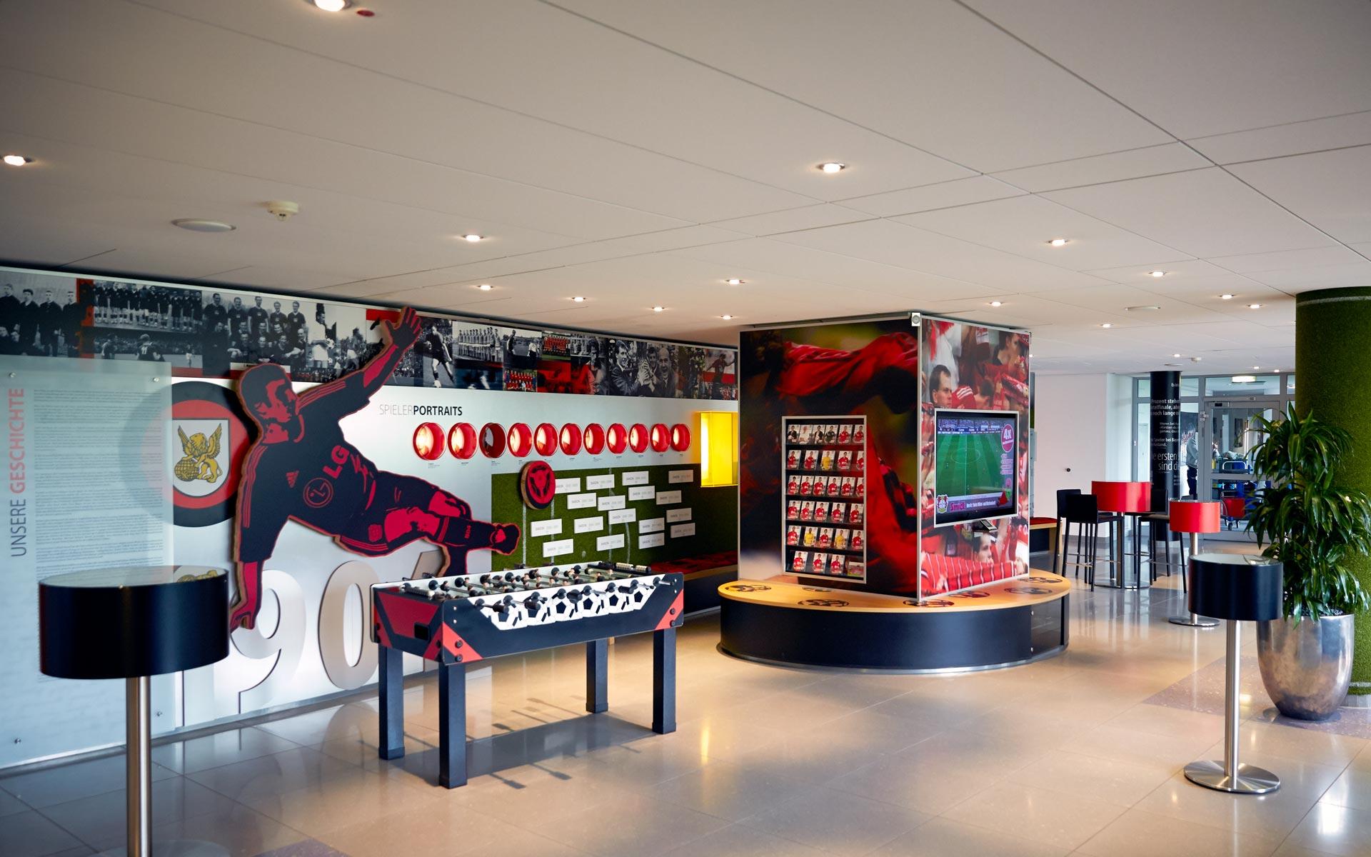 Bayer 04 Foyer BayArena, Brand Space, Gesamtansicht mit Tischkicker