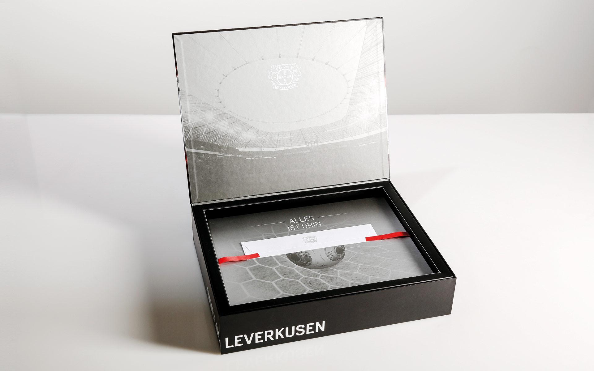 Bayer 04 VIP-Ticketbox, oberste Lage mit Anschreiben