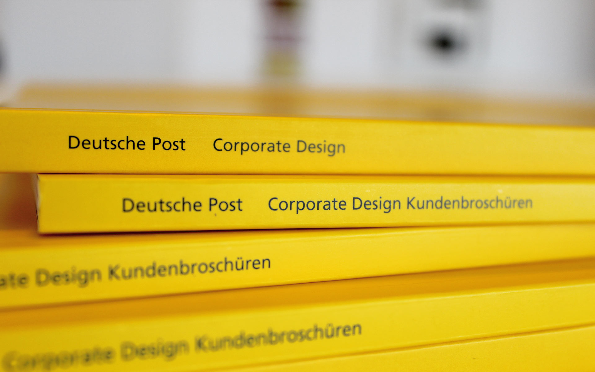 Deutsche Post AG / DHL Corporate Design,  CD-Manual, Buchrücken