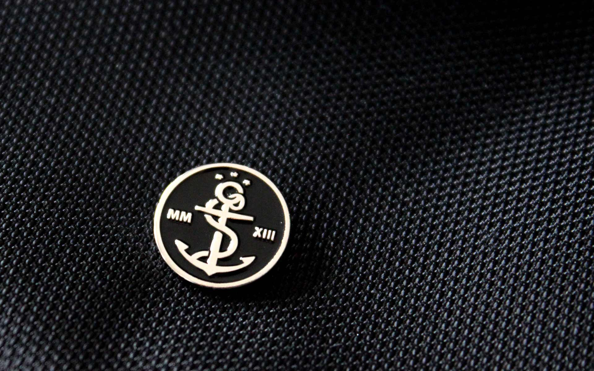 stay golden Brand Identity, Corporate Design, Anstecknadel, Bildmarke, Emblem
