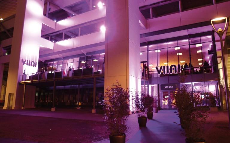 VIINI Brand Identity, Corporate Design, Eingang BayArena