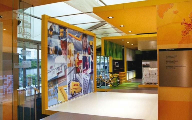 Ausstellung 10 Jahre Deutsche Post AG, Ausstellungskuben, Brand Space