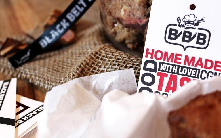 Black Belt Bakery Corporate Design, Hangtag mit Logotype und Signet