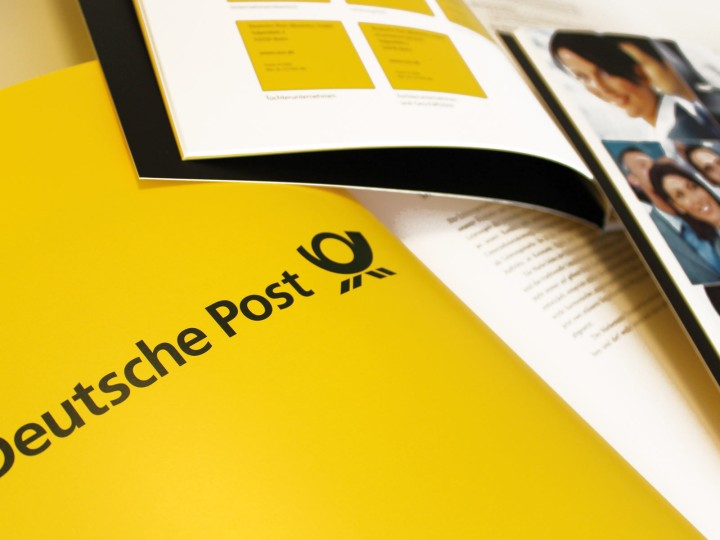 Deutsche Post AG / DHL Corporate Design,  CD-Manual, Doppelseite