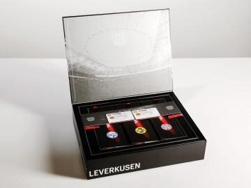 Bayer 04 VIP-Ticketbox, geöffnet, zweite Lage mit Tickets und BayArena Card